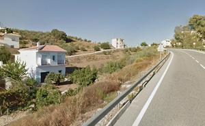 Fallece un motorista de 47 años tras sufrir una caída en carretera A-366 en Alozaina