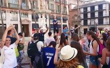 Aficionados franceses celebran en Málaga la victoria en Rusia 2018