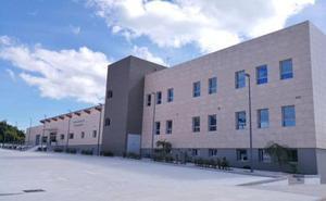 Nueve empresas optan a hacerse con la gestión de la piscina cubierta de Rincón de la Victoria