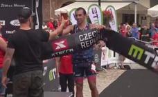 Rubén Ruzafa consigue en la República Checa la quinta victoria consecutiva de la temporada en triatlón cross