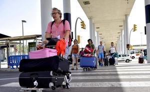 Las huelgas en el transporte aéreo previstas en julio y agosto amenazan con pasar factura