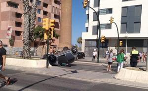 Cinco heridos en un choque en Antequera y varios vuelcos en la capital y la provincia de Málaga