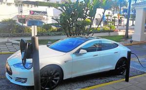 Tesla inaugura una tienda temporal en Puerto Banús