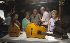 El MIMMA acoge una exposición que recorre el trabajo de los maestros luthieres Domínguez