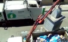 Las imágenes de este camión de la basura reabren la polémica sobre la verdad del reciclaje