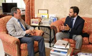 Daniel Pérez se pone el traje de 'ministro de exteriores'