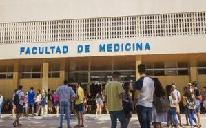Medicina y Bioquímica, las carreras que más nota exigen para entrar en la UMA
