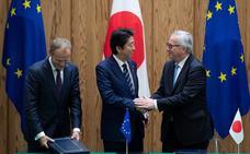 Europa y Japón sellan un acuerdo de libre comercio en un nuevo golpe a Trump