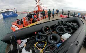 Más de 300 migrantes de pateras en el Estrecho