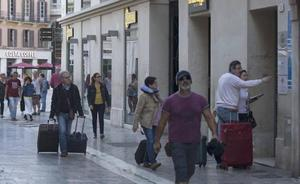 Maroto apunta cambios normativos para facilitar el control regional y local de las viviendas turísticas