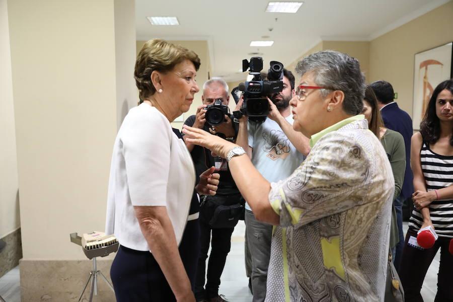 Acalorada bronca entre Magdalena Álvarez y Echániz en la Comisión de Spanair