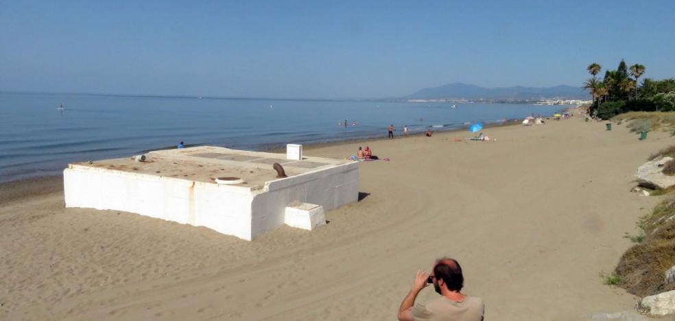 Acosol licita una obra millonaria al Este de Marbella para sacar de la playa estructuras del saneamiento