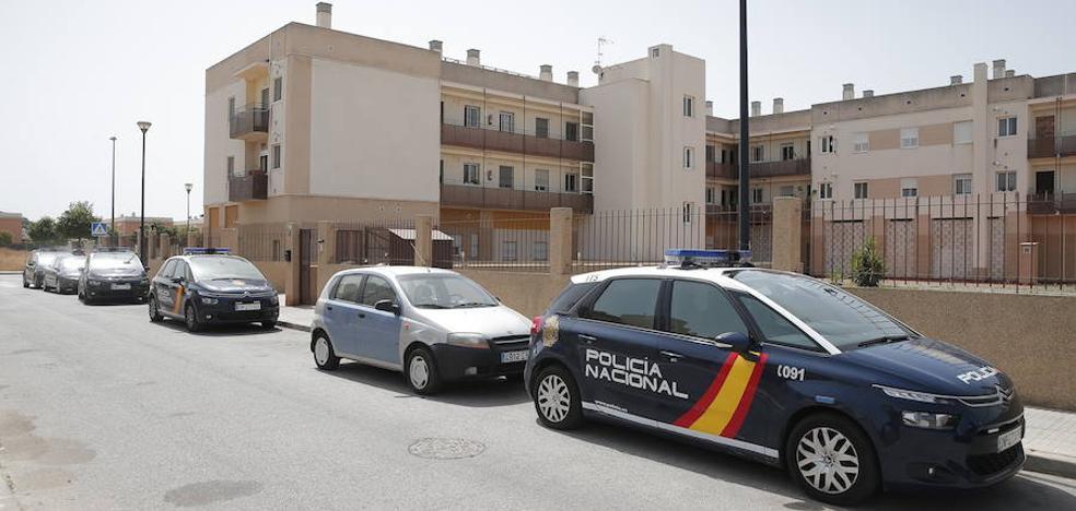 Despliegue policial en Campanillas tras recibirse varias llamadas por un tiroteo en una casa