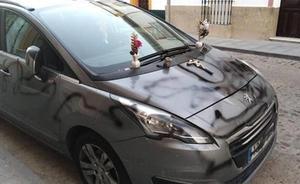 Detienen a un vecino de Sevilla que convirtió el coche de su expareja en «un féretro»