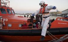Trasladan a El Palo a 131 migrantes rescatados en pateras
