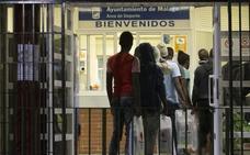 Habilitan el pabellón de El Palo para albergar a 131 migrantes rescatados en pateras