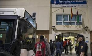 La llegada de casi 2.000 inmigrantes evidencia la necesidad de un centro permanente para acogerlos en Málaga