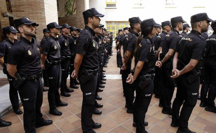 Presentación de los nuevos policías nacionales en Málaga
