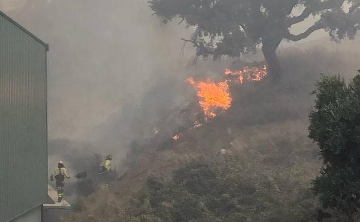 Incendio en el paraje Venta La Victoria en Casares