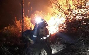 El incendio en Casares obliga a alojar a medio centenar de personas en la Casa de la Juventud