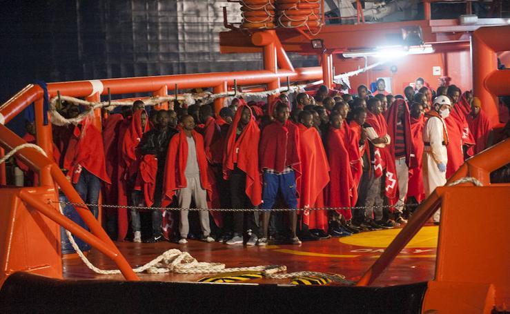 Llegan a Málaga 154 de los 1.200 migrantes que cruzaron el Estrecho este fin de semana