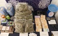 La Policía detiene a seis personas por la venta de hachís y marihuana en un club de Benalmádena