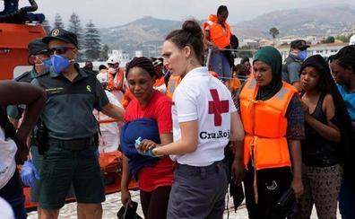 Rescatadas 470 personas, entre ellas bebés, de 30 pateras en costas andaluzas