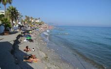 Quejas por el mal estado de varias playas en la Axarquía en pleno verano
