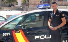 Un policía devuelve a una familia en apuros la indemnización por una lesión que le causó su hijo