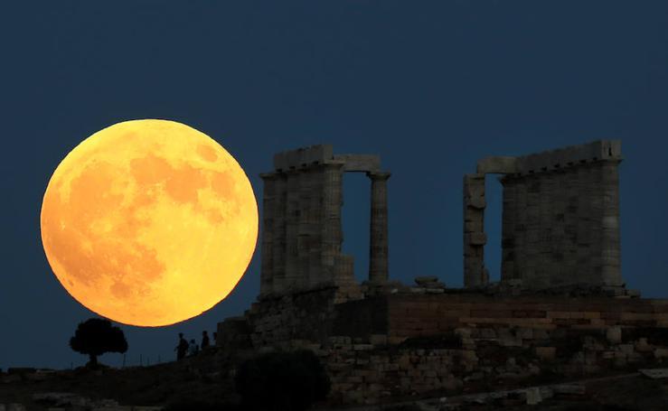 Así se ha visto la Luna Roja en el mundo
