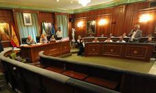 El pleno del Ayuntamiento de Marbella saca adelante su normalización urbanística en un debate extremadamente bronco