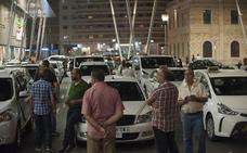Los taxistas paran sorpresivamente en Vialia y otros puntos de la ciudad en solidaridad con Barcelona