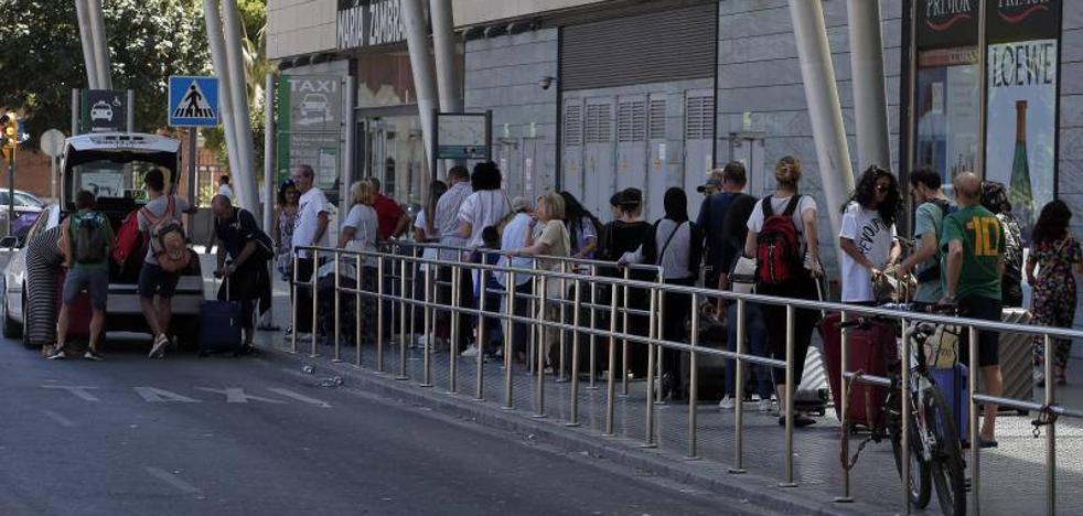 La huelga de taxis provoca retrasos puntuales en el servicio en Málaga