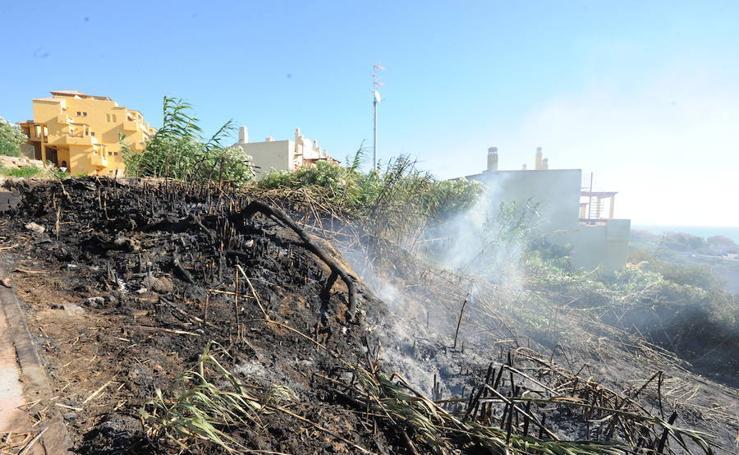 Así ha sido el incendio en Manilva que ha obligado a desalojar a 400 personas