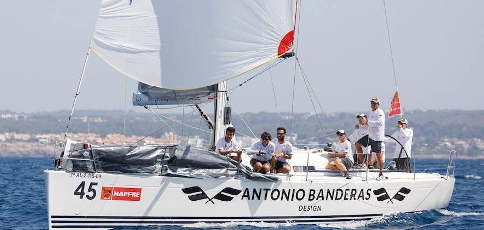 El 'Antonio Banderas Design' debuta con un primero en la Copa del Rey de Vela