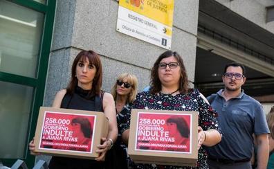 250.000 firmas para pedir el indulto de Juana Rivas