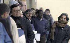 El Gobierno aprueba este viernes el decreto para que 42.000 parados sigan cobrando la paga de 430 euros del PAE
