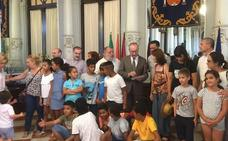 Una década de desayuno y recepción a los niños saharauis en el Ayuntamiento de Málaga