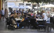 El alcalde de Málaga dice que el decreto de ocio de la Junta no se aplicará sin consenso entre vecinos y hosteleros