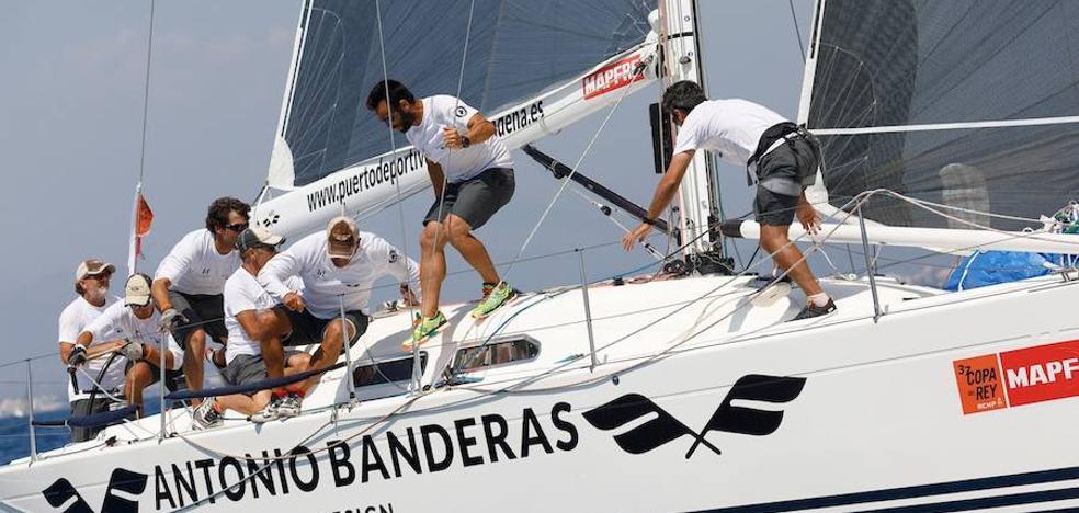 El 'Antonio Banderas Design' busca este sábado revalidar el título en la Copa del Rey de Vela