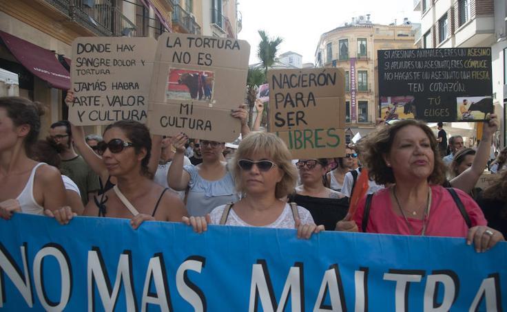 Manifestación antitaurina por las calles del centro de Málaga