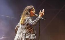 Luz Casal se supera en su concierto bajo el Sohail