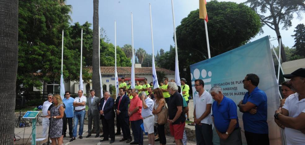 El PSOE acusa al Ayuntamiento de Marbella por la presencia de medusas en las playas y el gobierno lo considera un bochorno