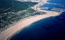 Fallece un niño de 4 años en la playa de Barbate tras arrastrar la corriente su colchoneta mar adentro