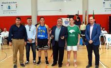 El alcalde de Alhaurín pide a la Fundación Unicaja que colabore en el proyecto de Liga Femenina 2