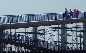Abre al público la pasarela de la A-7 tras varios meses cerrada por reformas