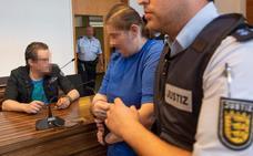 Condenada a más de doce años una madre alemana por prostituir a su hijo