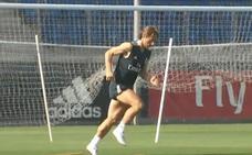 Modric vuelve a los entrenamientos con su futuro en el aire