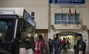 Albergan en el pabellón municipal de El Palo a 110 migrantes de los 278 llegados a Málaga