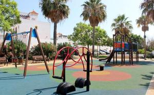 El Ayuntamiento de Estepona inicia la reforma de diez parques infantiles para mejorar su accesibilidad